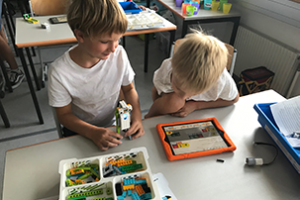School Kids LegoWeDo 300x200